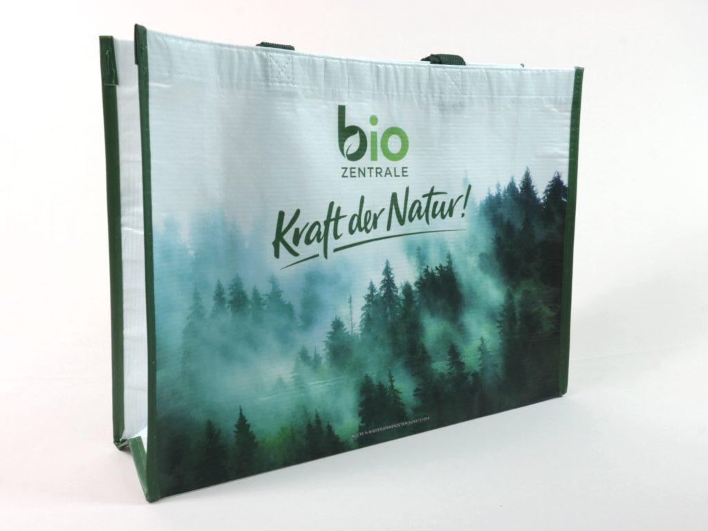RPET Messetaschen mit wunderschönem Waldmotiv mit Morgennebel für die bio Zentrale